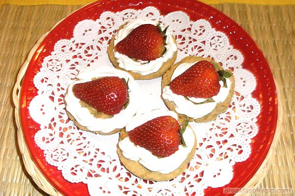 strawberry-cheese-shortcakes